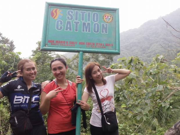 From left to right. Me, Rona and Gel. When you reach this sign, your 1/8 there.